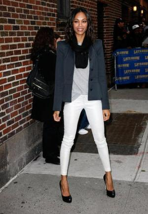 1748839-15-Zoe-Saldana-white-jeans