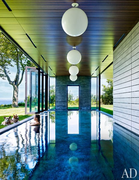 item17.rendition.slideshowVertical.muriel-brandolini-hamptons-home-12-pool-area