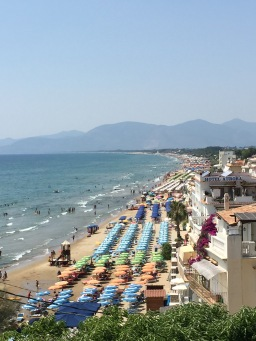Life in Rome – An Escape to Sperlonga to Beat the Heat