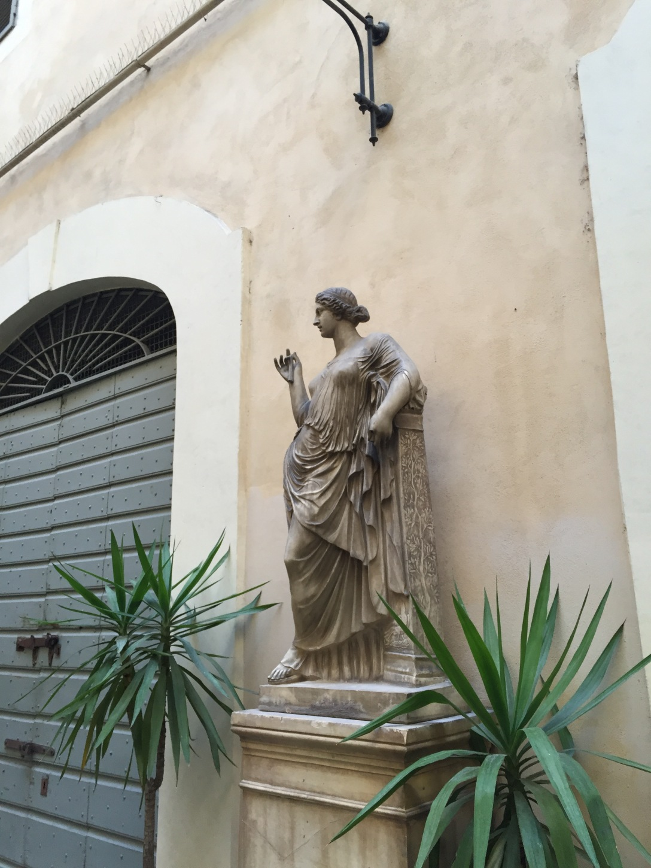 courtyardPalazzo.jpg