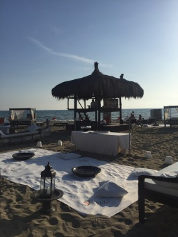 Life in Rome – Aperitivi at the Beach