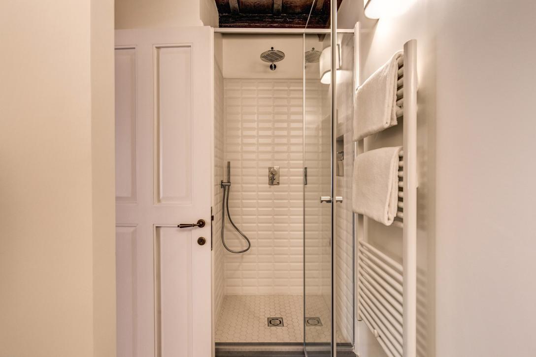 showerbr2.jpg